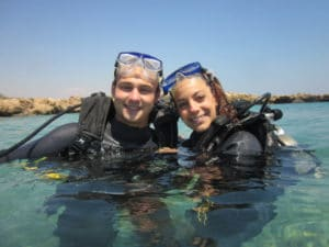 discover scuba couple
